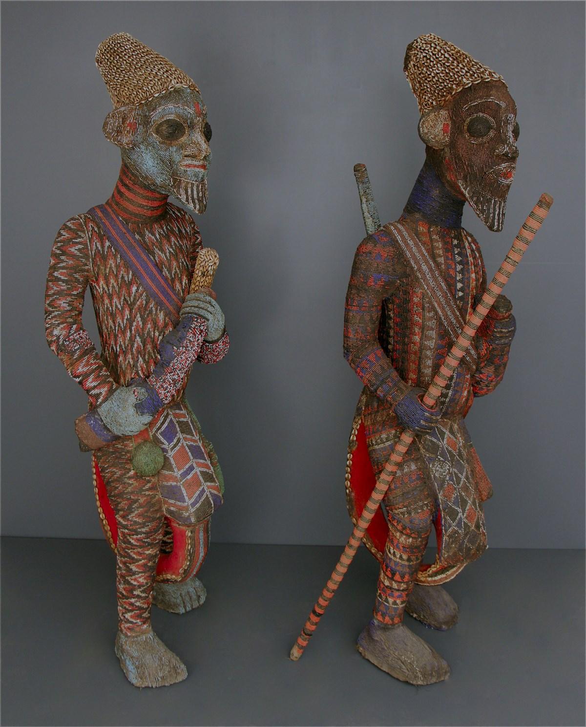 Couple de grands guerriers perlés Bamiléké - Art tribal